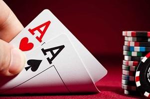 Live poker of online poker?